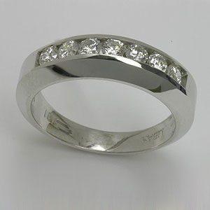 https://www.amajewellery.ca/wp-content/uploads/2017/05/Engagement-Ring-14-300x300.jpg